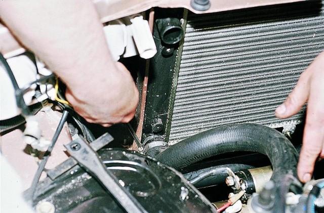 pomyt-radiator-avtomobilja-6